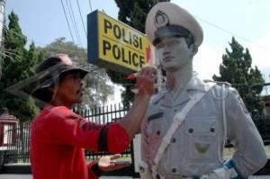 patung polisi